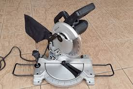 compound miter saw vs table saw miter saw vs table saw comparison sawsreviewed com