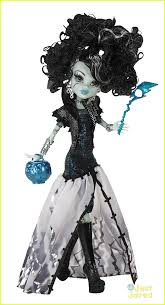 Monster High Halloween Pictures by Shenae Grimes Win A Free Monster High Halloween Prize Pack