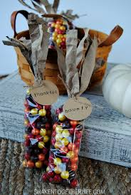 make indian corn thanksgiving favors with this step by step