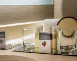 Bathroom Amenities Oak Brook Hotel Rooms Suites Doubletree By Hilton Hotel
