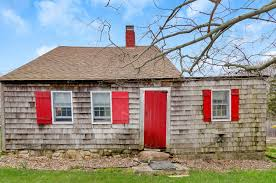 Hamptons Home This Historic Hamptons Home Asking 1 25m Was Built In 1639 With