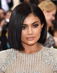 kylie jenner tried out blue contact lenses and the difference is