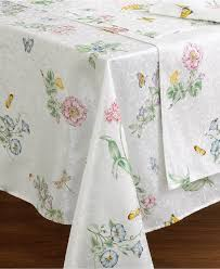 decorating white starlight lenox tablecloth with skin design