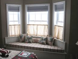 White Rustic Laminate Flooring Decorative Floral Pattern Pillow Set Purple Round Textured Rug