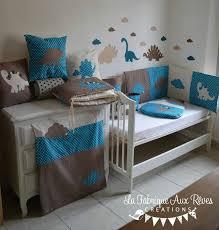 création déco chambre bébé décoration chambre bébé dinosaure nuage pétrole canard camel marron