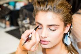 make up artist courses how to apply makeup makeup artists techniques and tricks