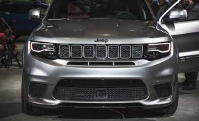 black jeep grand cherokee 2018 jeep grand cherokee trackhawk pictures photo gallery car