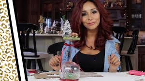 wine glass snow globes snooki s diy wine glass snow globe for the holidays