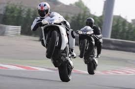 aprilia rsv4 motorcycles wallpapers 2010 aprilia rsv4 r and rsv4 factory wallpapers sport rider