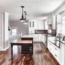 armoire cuisine cuisine style classique avec armoire de bois massif house