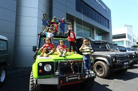 dalam kereta range rover jaguar land rover malaysia anjur majlis pelepasan untuk konvoi