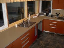 changer plan de travail cuisine carrelé relooker sa cuisine placards plan de travail carrelage mural