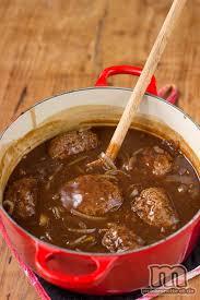 cuisine danoise hakkebøf med bløde løg og brun sovs boeuf haché avec oignons et
