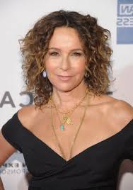 natural curly hairstyle for medium length hair jennifer grey in