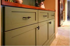 changing kitchen cabinet door handles things to consider when replacing kitchen cupboard doors