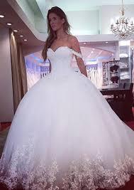brautkleid aus t ll prinzessin weiß brautkleider mit spitze schulterfrei tüll kleider