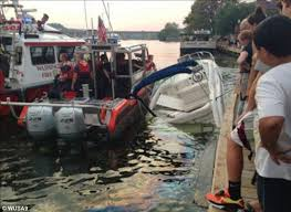 dc harbor police crash into 2 boats sinking 1 in shocking video