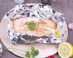 comment cuisiner un pavé de saumon recette papillotes de saumon au lait de coco