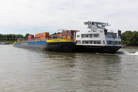Kino Bad Godesberg Riss An Tanker Schiffskollision Auf Dem Rhein Bei Bonn Bad