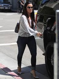 does kyle richards wear hair extensions kyle richards shows off her curves in a pair of skin tight jeans
