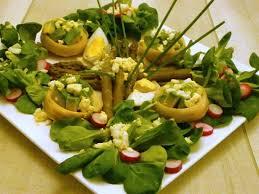 artichaut cuisine recette de salade verte aux fonds d artichaut avocat et asperges