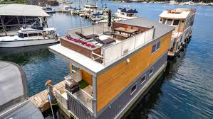 Houseboat Chip And Joanna Gaines Take A Tour Inside A Seattle Tiny Home That Floats On Water