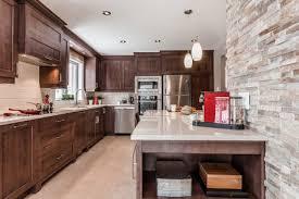 cuisine comtemporaine cuisine contemporaine en bois et comptoirs de quartz laval