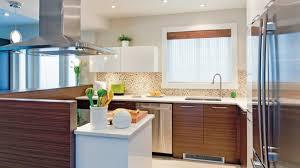 cuisine brun et blanc configuration conviviale dans la cuisine les idées de ma maison