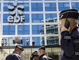 siege le parisien monde greenpeace affiche slogan sur le siège d edf