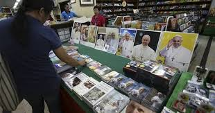 pope francis souvenirs pope mania sweeps philippines ahead of pope francis visit