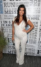 kim kardashian net worth much higher than kourtney u0027s why u0027kuwtk
