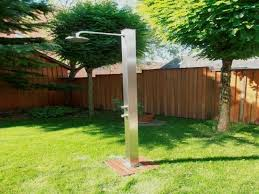 box doccia da esterno docce per esterni doccia pluvium in legno e acciaio con