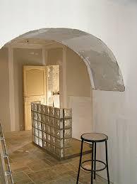 brique de verre cuisine sommières dépannage plombier electricien couvreur bar en briques