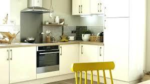 pose d une hotte de cuisine fanciful pose d une hotte decorative de cuisine 596 335 hottes