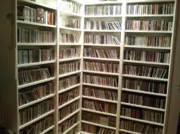 scaffale porta cd nuvole basse la mostra rock stars di mick rock e le space saving
