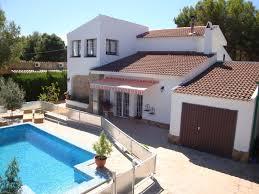 chambre accessible handicapé grande maison avec 9 chambres avec piscine à 100m de la plage