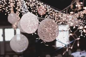 how to use yarn balls for wedding venue decorations diy
