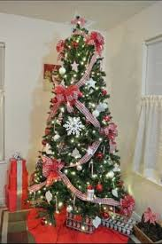 Zebra Christmas Tree Decorating Ideas by Simple Red And White Christmas Tree With A Fun Zebra Twist