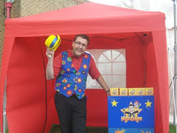 clown entertainer for children s kids party entertainer nick clark childrens entertainer west sussex