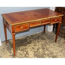bureau style louis xvi bureau plat style louis xvi à 3 tiroirs moinat sa antiquités
