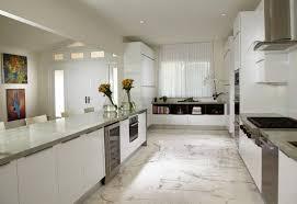 cuisine sol blanc villa de luxe au design éclectique sur la côte en floride