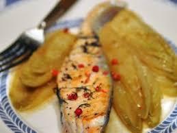cuisiner avec la plancha saumon à la plancha endives caramélisées au café recette ptitchef