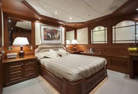 salle de bain de bateau bateau de luxe mosaique disponible dans la méditerranée