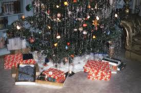 to the 80s and 90s retro christmas decorations of our childhood