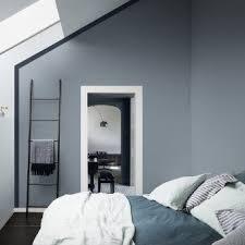 chambre color chambre aux murs bleu gris dulux chambre