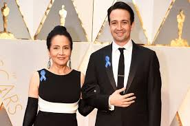 Blue Ribbon Carpet Blue Ribbons On Oscars 2017 Red Carpet Stars Support Aclu Billboard