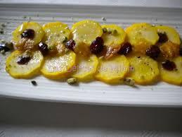 cuisiner courgette jaune carpaccio de courgettes jaunes cranberries et tuiles au parmesan