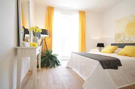 wandbild schlafzimmer gelbes wandbild bilder ideen couchstyle