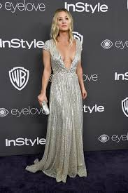 kaley cuoco keeps plunging neckline trend going at golden globes