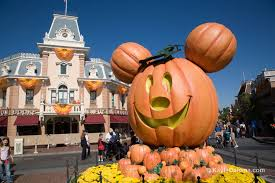 When Do Halloween Decorations Go Up At Disneyland Every Reason To Visit Disneyland At Halloween